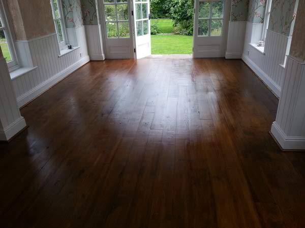 20130913_142245_Dark_oak_stained_floor