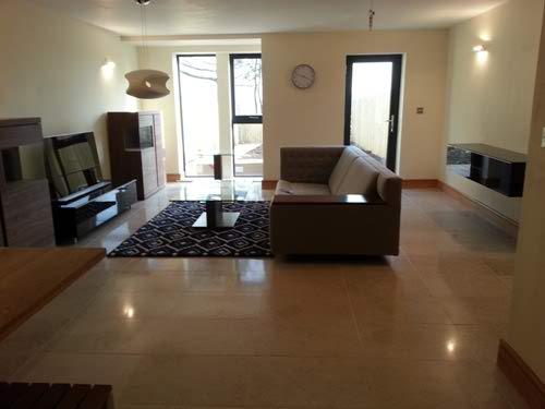 20130228_154922_chats_limestone_floor